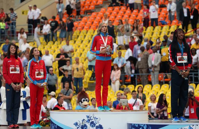 На московском стадионе «Лужники» 18 августа 2013 года прошла церемония награждения победителей чемпионата мира по прыжкам в высоту среди женщин. Фото: FRANCK FIFE/AFP/Getty Images