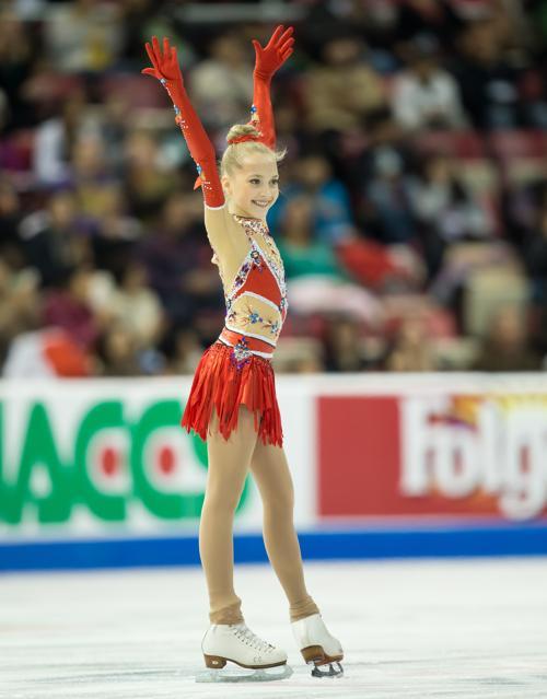 Елена Родионова после двух программ заняла третье место первыми на Гран-при по фигурному катанию Skate America в Детройте 20 октября 2013 года. Фото: GEOFF ROBINS / AFP / Getty Images