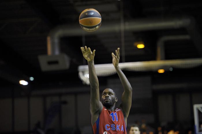 Баскетболисты ЦСКА под руководством Этторе Мессины, одержали победу в матче группового этапа Евролиги 21 ноября 2013 года, одолев дома французскую команду «Нанкер». Фото: FRED DUFOUR/AFP/Getty Images