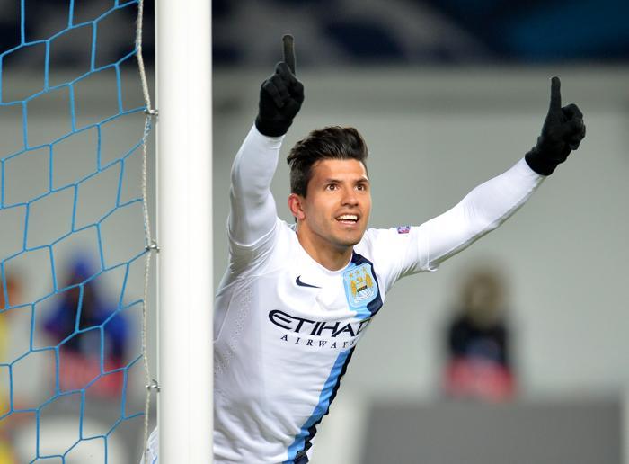 Серхио Агуэро, аргентинский нападающий из «Манчестер Сити», празднует забитый гол в матче Лиги Чемпионов в подмосковных Химках 23 октября 2013 года. Фото: ALEXANDER NEMENOV/AFP/Getty Images