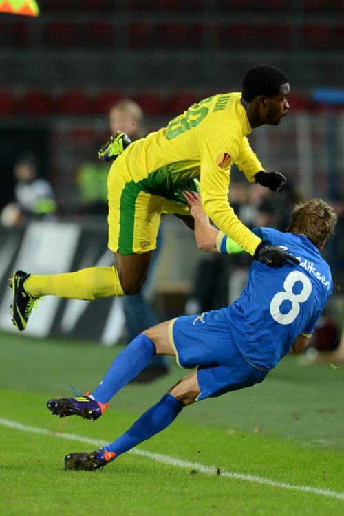 Футболисты махачкалинского клуба «Анжи» реализовали первую победу в Лиге Европы этого сезона, сыграв в третьем туре с командой «Тромсе» из Норвегии 24 октября 2013 года на стадионе в Раменском. Фото: KIRILL KUDRYAVTSEV/AFP/Getty Images