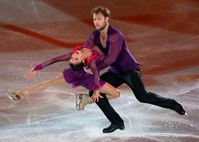 Россияне Вера Базарова и Юрий Ларионов выступили в Москве  заключительный день международного турнира Гран-при 24 ноября 2013 года. Фото: YURI KADOBNOV/AFP/Getty Images