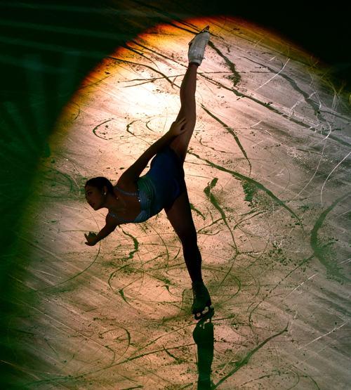 Мирай Нагасу из США выступила в Москве заключительный день международного турнира Гран-при 24 ноября 2013 года. Фото: YURI KADOBNOV/AFP/Getty Images