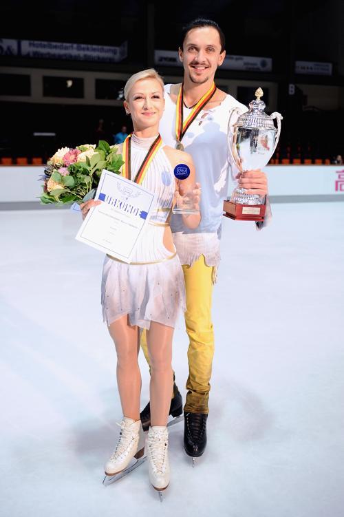 Чемпионами турнира Nebelhorn Trophy в Германии стали пара Татьяна Волосожар и Максим Траньков 27 сентября 2013 года. Фото: Dennis Grombkowski/Bongarts/Getty Images