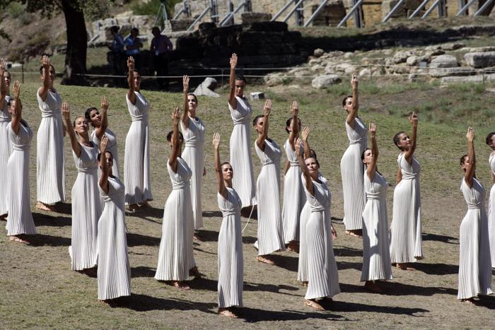 На греческой родине Олимпийских игр, в древнем городе Олимпия, в ходе театрализованного представления 29 сентября 2013 года зажгли огонь Игр «Сочи-2014». Фото: Milos Bicanski/Getty Images