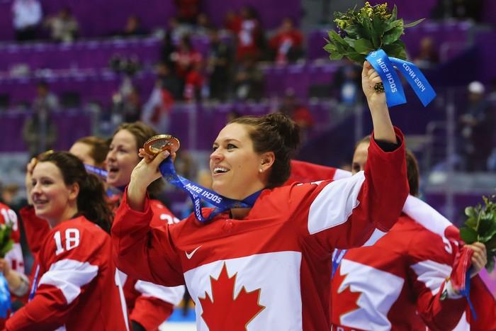 Женская канадская сборная по хоккею выиграла Олимпиаду в четвёртый раз подряд, Сочи, 20 февраля, 2014 год. Фото: Martin Rose/Getty Images