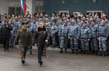 Денежное довольствие сотрудника полиции России будет увеличено. Фото: DMITRY ASTAKHOV/AFP/Getty Images