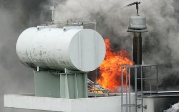 Дым над реактором «Фукусимма-1» стал черным. Фото: AFP/Getty Images