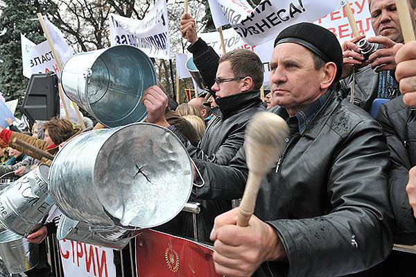 Предприниматели возле ВР выступают против принятия проекта Налогового кодекса, поданного Кабинетом министров Украины. Фото: Владимир Бородин/The Epoch Times Украина