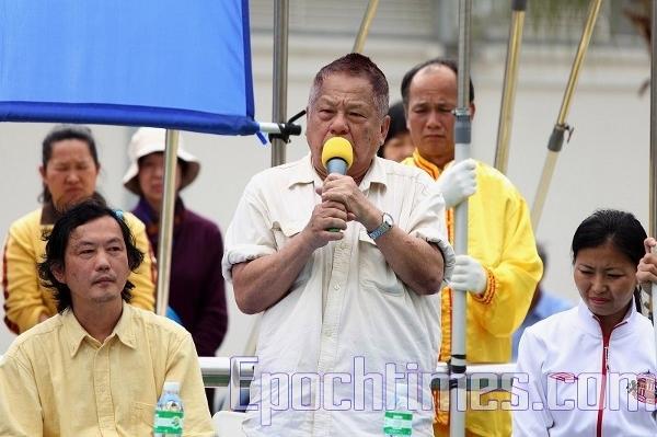 Выступает демократ Сунь Бин. Фото: Великая Эпоха