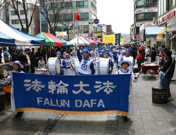 Марширующий Небесный оркестр. Фото: Xi Tai/The Epoch Times