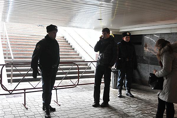 Милиция оцепила площадь Независимости после демонтажа палаточного городка предпринимателей. Фото: Владимир Бородин/The Epoch Times Украина
