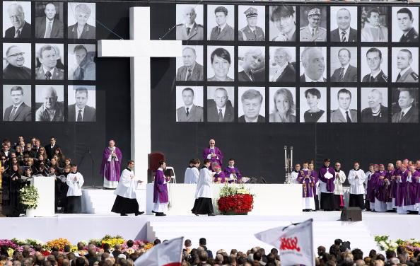 В Польше простились с жертвами авиакатастрофы под Смоленском. Фото: DIMITAR DILKOFF/AFP/Getty Images
