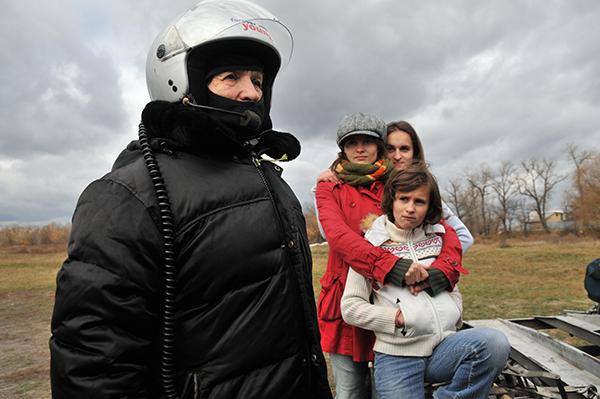 Наталья Есипчук перед полетом на паротрайке. Фото: Владимир Бородин/The Epoch Times Украина