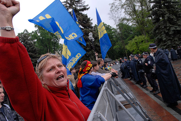 Митинг оппозиции около здания Верховной Рады 11 мая 2010 года. Фото: Владимир Бородин/Великая Эпоха/The Epoch Times
