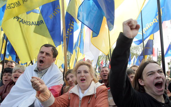 Тимошенко призывает сторонников собраться во вторник на митинг. Фото: GENYA SAVILOV/AFP/Getty Images