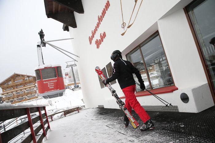 Китцбюэль - самый легендарный спортивный город в Альпах в Тироле. Фото: ALEXANDER KLEIN/AFP/Getty Images