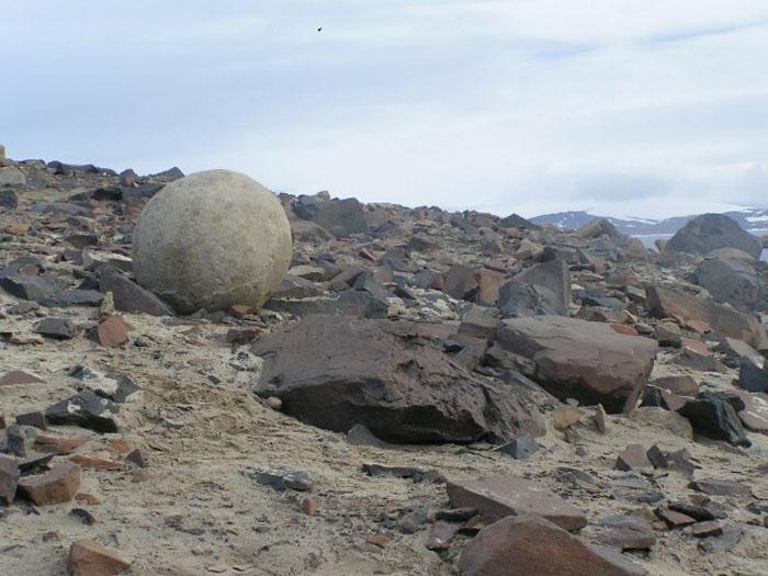 Шарообразные камни острова Чампа. Фото: Polarstar/commons.wikimedia.org