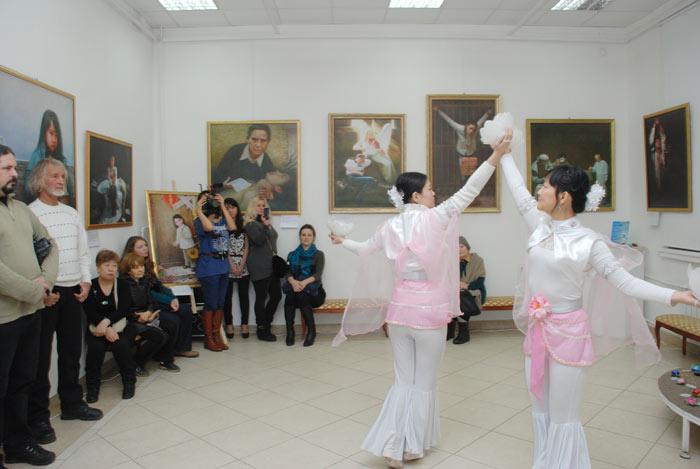 Завершилось мероприятие яркими традиционными китайскими танцами. Фото: Юлия Цигун/Великая Эпоха (The Epoch Times)