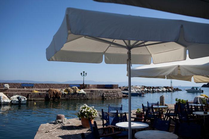 Ресторан в Митилини, Лесбос (греческий остров в северовосточной части Эгейского моря). Фото: Uriel Sinai/Getty Images