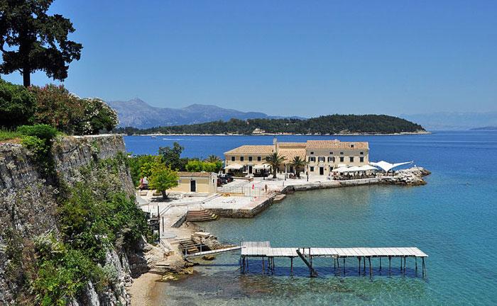 Пляж Фалираки, город Корфу. Корфу — греческий остров, самый северный и второй по площади среди Ионических островов. Фото: Marc Ryckaert/commons.wikimedia.org