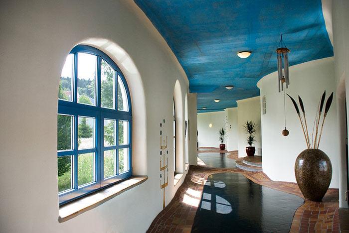 Внутреннее убранство отеля Rogner Bad Blumau в Австрии. Фото: Intentionalart/commons.wikimedia.org