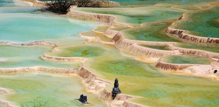 Бирюзовые бассейны каскада Хуанлун. фото: david goetz/flickr.com