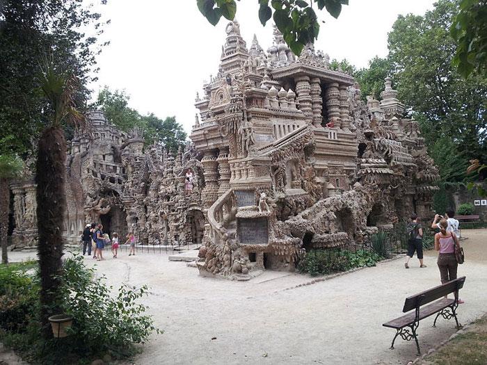Пале-Идеал: дворец, построенный почтальоном. Фото: Asuna90/commons.wikimedia.org