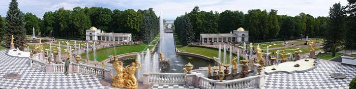 Панорама Нижнего парка от Большого Петергофского дворца. Фото: Philipp Hienstorfer/commons.wikimedia.org
