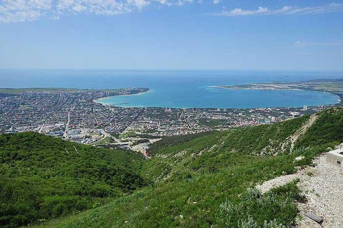 Вид на город Геленджик и Геленджикской бухты Черного моря. Фото: Messir Азазелло/commons.wikimedia.org