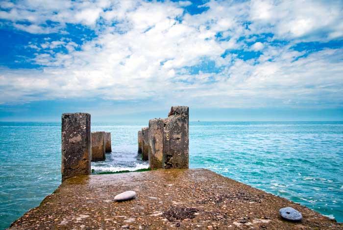 Черноморское побережье: Старый пирс, Адлер, Россия. Фото: Eugene Sergeev/Photos.com