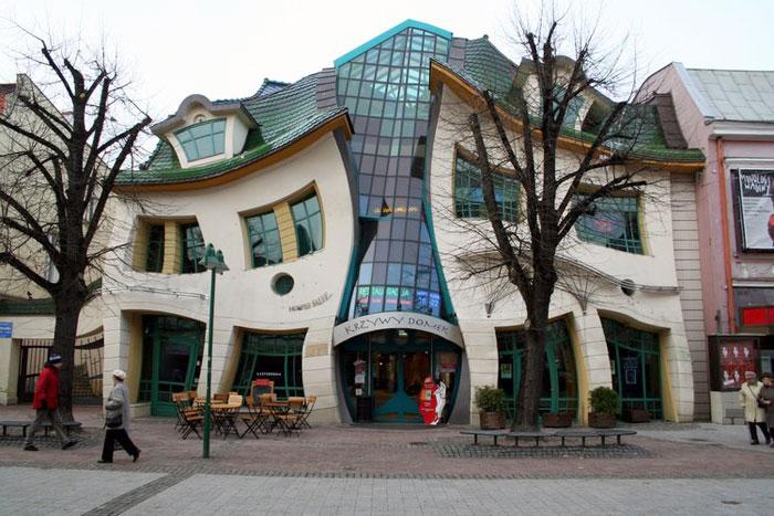 «Танцующий» дом, Польша. фото:  Dmitriy Gadasyuk/commons.wikimedia.org