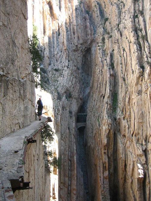 Одна из самых опасных горных троп в мире расположена в Андалусии. Фото: mainfun.ru