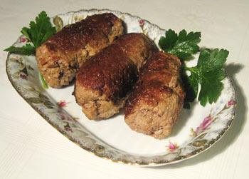 Зразы — блюдо литовской, белорусской, польской и украинской кухни, представляющее собой котлету или мясной рулет с начинкой. Фото: Kuruni/wikimedia.org