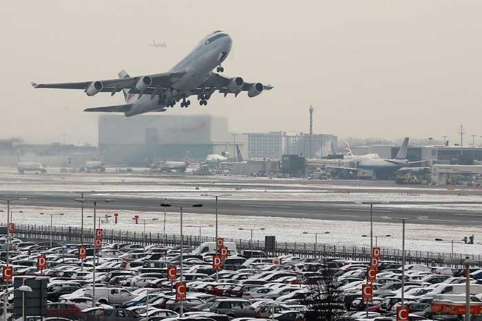 Перемещение на самолетах между дальними регионами в великобритании давно стало обыденным. Фото: Dan Kitwood/Getty Images