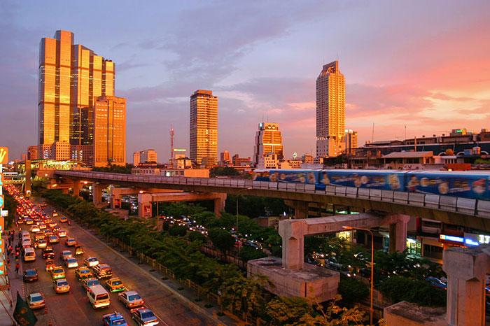 Панорама Бангкока на закате. Фото: Diliff/commons.wikimedia.org