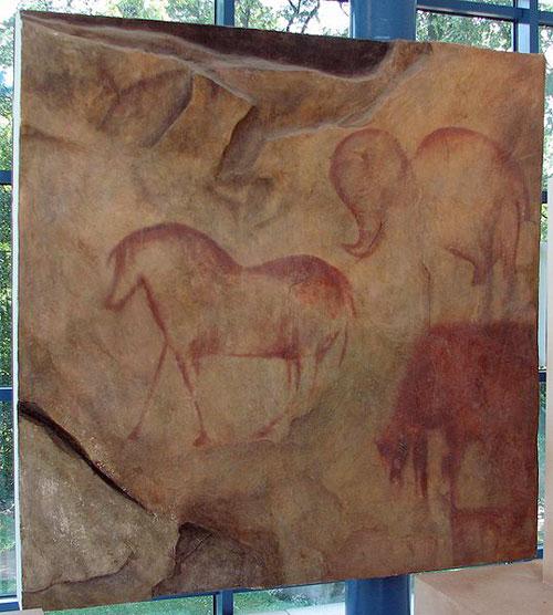 Копия рисунков из Каповой пещеры в антропологическом музее, Брно, Чехия. фото: HTO/commons.wikimedia.org