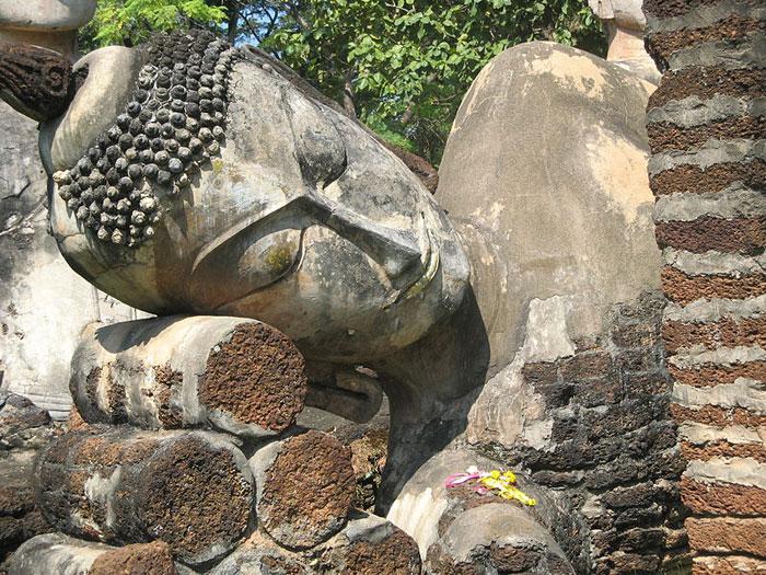 Гигантские Будды в Королевстве Сукхотхай, Таиланд. Фото: Meneerke bloem/commons.wikimedia.org
