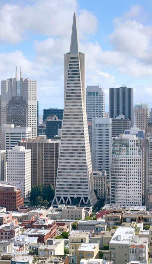 Трансамериканская пирамида - самый высокий небоскреб Сан Франциско и одна из самых знаменитых достопримечательностей города. Фото: Daniel Schwen/commons.wikimedia.org