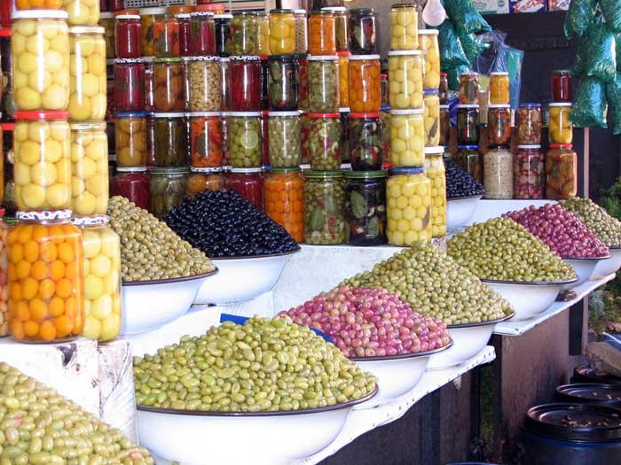 Из Монтенегро можно привезти оливки или оливковое масло. Оливки солятся или маринуются по домашним рецептам, а потому ни в чем не уступают греческим или итальянским.. фото: justmansfotos/flickr.com