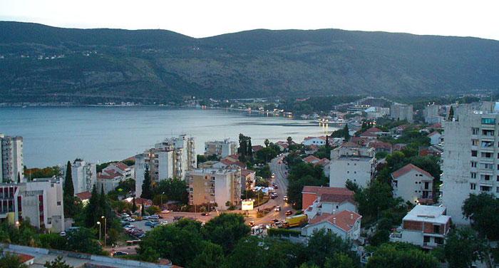 Герцег-Нови – один из самых популярных черногорских курортов, расположенный у подножия горы Ориен у самого входа в Бококоторскую бухту. Фото: Zlatko/commons.wikimedia.org