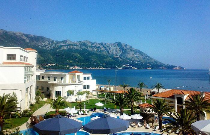 Различные виды отдыха в Черногории привлекают на ее территорию тысячи туристов ежегодно. Фото: Bjoertvedt/commons.wikimedia.org