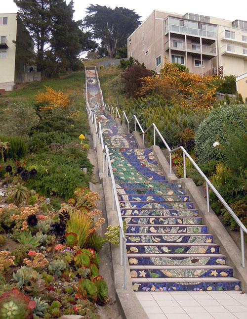 Мозаичные полотна на ступенях лестницы, Сан-Франциско, США. Фото: mirkrasiv.ru