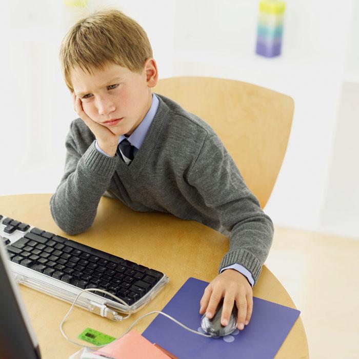 Профилактикой искривлений позвоночника стоит заниматься с самого рождения ребёнка, для чего следует соблюдать определённые правила, рекомендации. Фото: George Doyle/Photos.com
