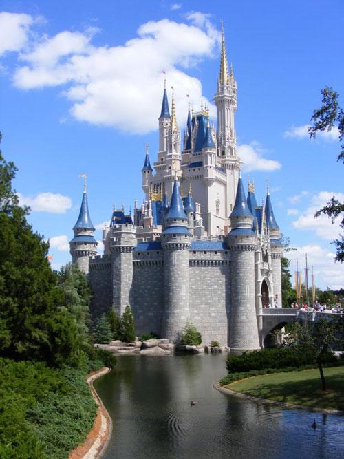 Знаменитый Cinderella Castle (Замок Золушки) в Волшебном королевстве в Disney World Orlando, штат Флорида. Фото: theepochtimes.com