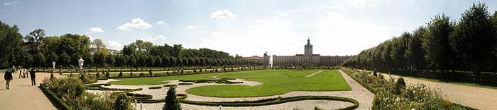 Дворец Шарлоттенбург — один из наиболее изысканных примеров архитектуры барокко в Германии. Расположен в одноимённом районе Берлина. Фото: Babbsack/commons.wikimedia.org