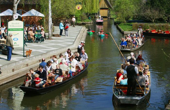 Шпревальд — местность в Германии, богатая речными каналами и пойменными лугами. В 1991 году Шпревальд был признан ЮНЕСКО заповедником. Фото: MICHAEL URBAN/AFP/Getty Images