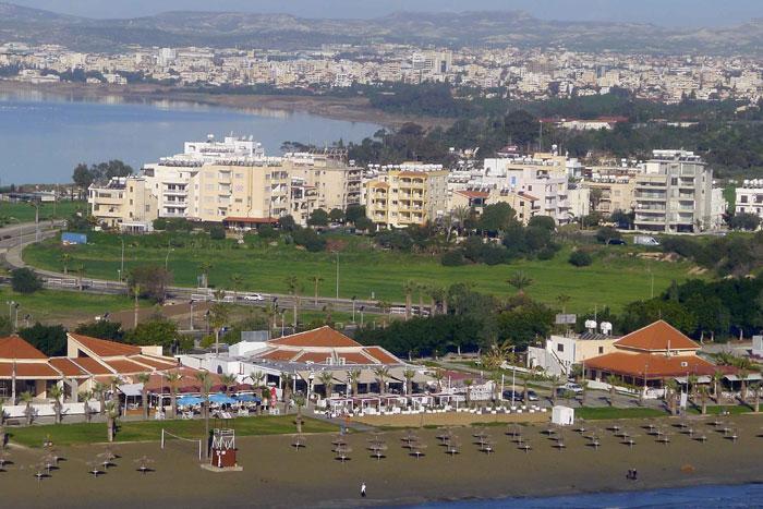 Ларнака – самый древний из существующих городов Кипра, расположенный на юго-восточном побережье острова. Фото: JANINE HAIDAR/AFP/Getty Images