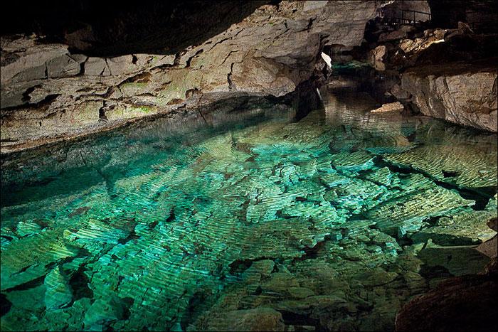 Органные трубы Кунгурской ледяной пещеры. Фото: Nino Verde/commons.wikimedia.org