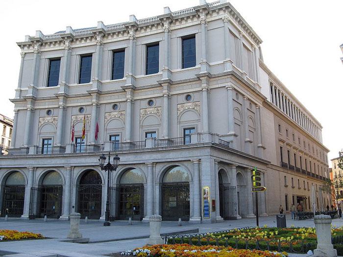 Королевский Театр (исп. Teatro Real) - Главный Оперный Театр В Мадриде, столице Испании. Находится напротив королевского дворца. Фото: Yair Haklai/en.wikipedia.org